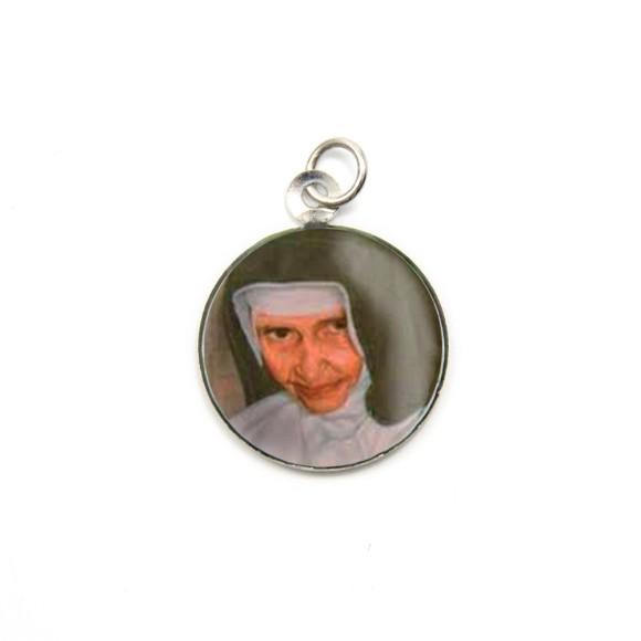 MD105003P3 - Medalha Santa Dulce dos Pobres (Irmã Dulce) Alumínio Redonda c/ 3un. - 2,5x2cm