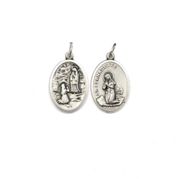 MD1180305P2 - Medalha N. Sra. De Lourdes e Santa Bernadete Italiana Oval Dupla Prateada c/ 2un. - 2,5x1,7cm