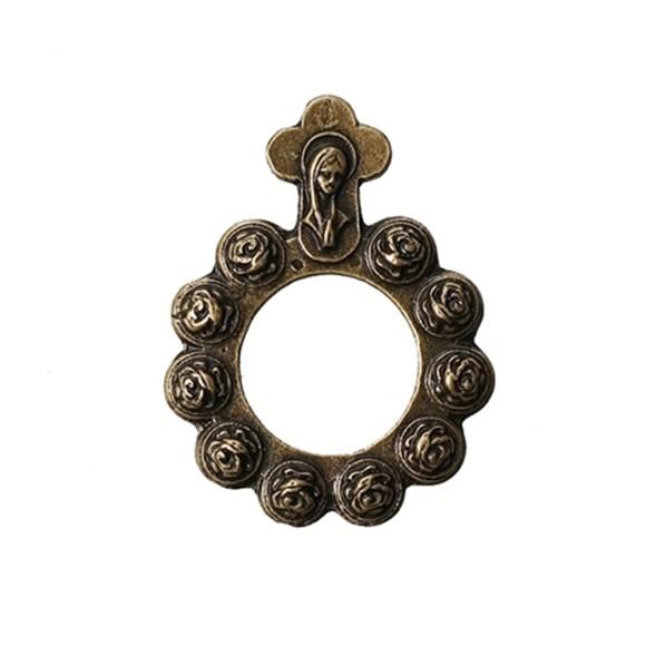 AN83100 - Dezena de Dedo Metal c/ Cruz Ouro Velho - Tamanho Único 4x3cm