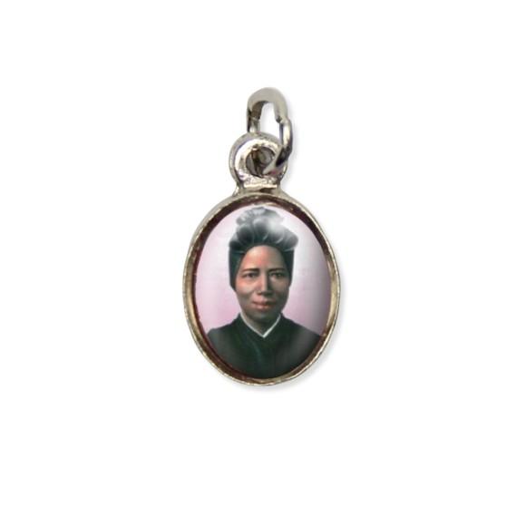 MD123039P10 - Medalha Santa Josefina Bakhita Pícula c/ Cruz Níquel c/ 10un. - 1,8x1cm