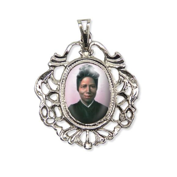 MD129073 - Medalha Santa São Joséfina Bakhita Camafeu Níquel - 5,5x4,2cm